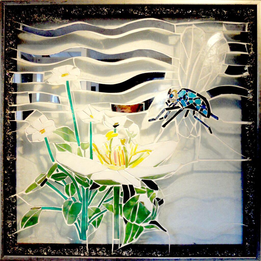 glaskunst, glaskunst galleri, Glaspatch, Glaspatch glaskunst, Mette Enøe, glaskunst udstilling, blomst, flue, kunst, kunst udstilling. udendørs kunst, udendørs mosaik, udendørs mosaikker