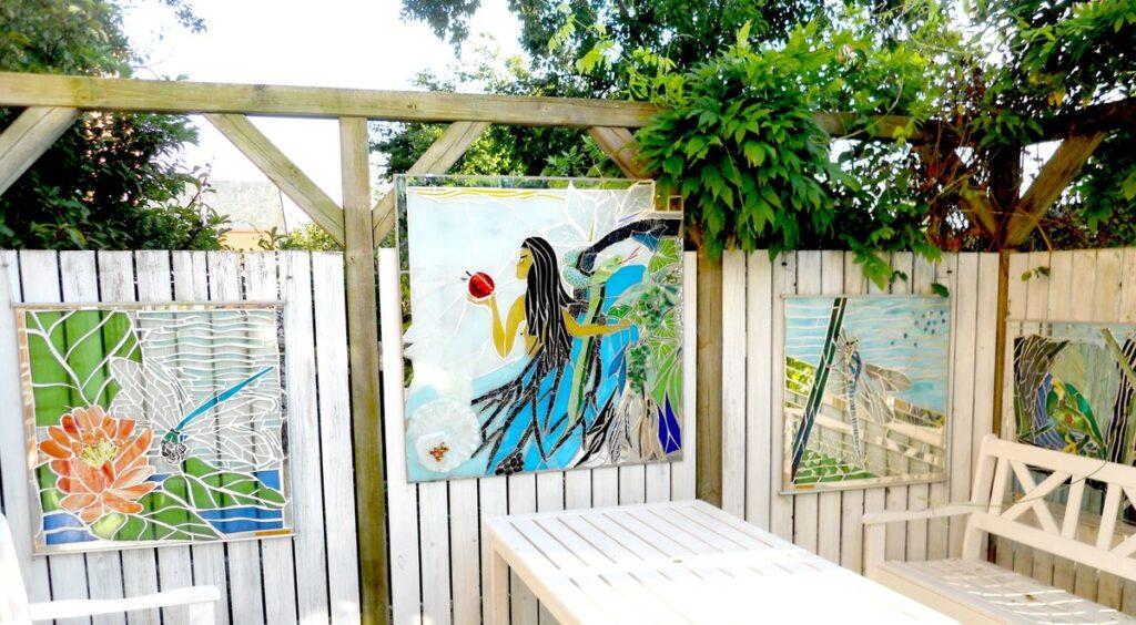 glaskunst, glaskunst galleri, Glaspatch, Glaspatch glaskunst, Mette Enøe, glaskunst udstilling, Eva og syndefaldet, kunst, kunst udstilling. udendørs kunst, udendørs mosaik, udendørs mosaikker