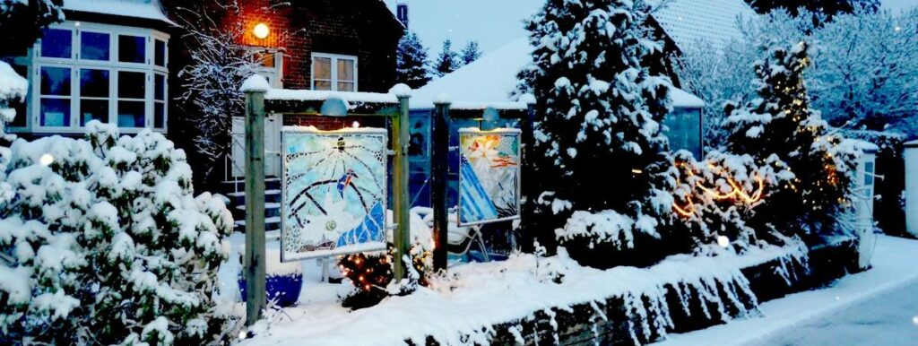 glaskunst, glaskunst galleri, Glaspatch, Glaspatch glaskunst, Mette Enøe, glaskunst udstilling, , kunst, kunst udstilling. udendørs kunst, udendørs mosaik, udendørs mosaikker, kunst Galleri, glaskunst galleri