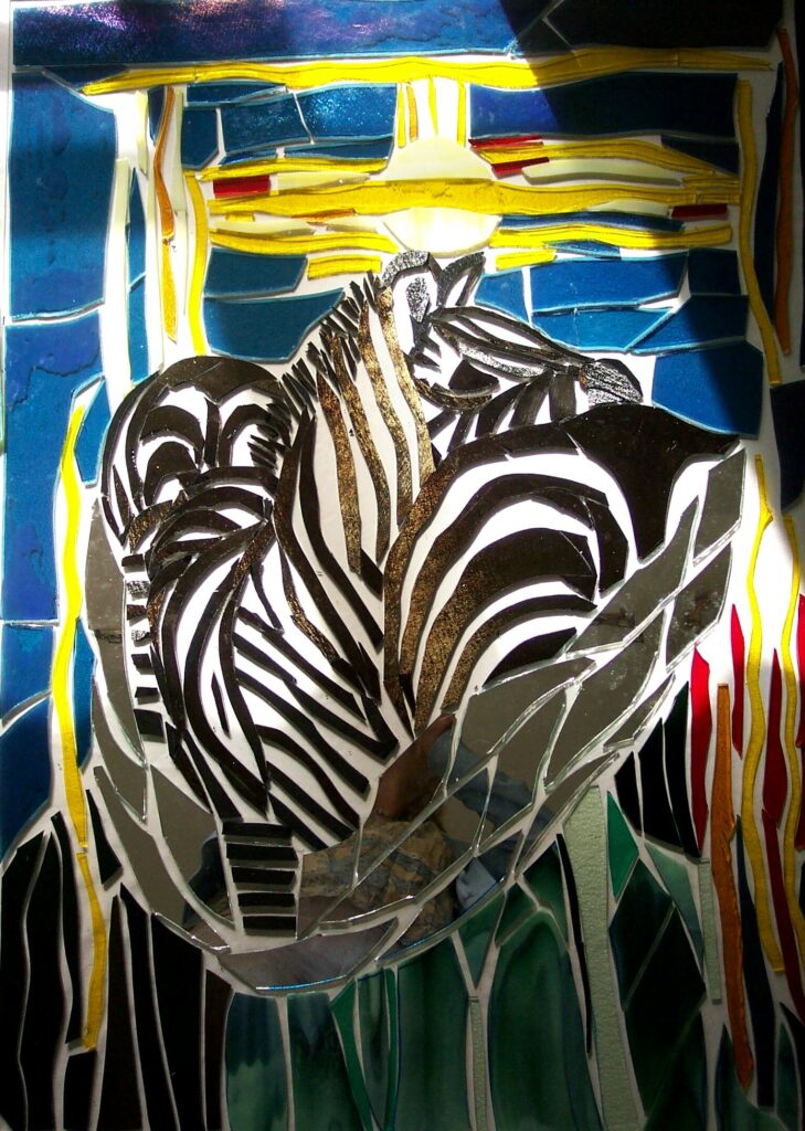 Zebra, zebra i glas, glaskunst, glaskunstner, Mette Enøe, glaspatch glaskunst, glaskunst udstilling, glaskunst galleri, Kunstmosaik, mosaik, Zebraklub, glasdyr
