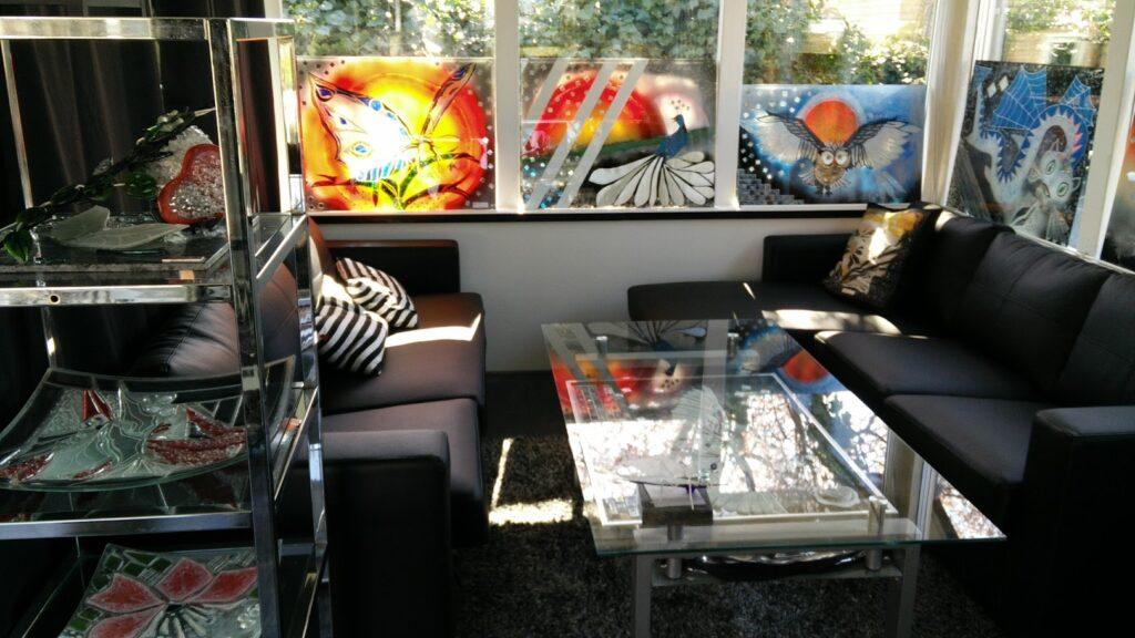 Stænkplader, køkken kunst, bagplader, køkken bagplader, glaskunst, glaskunstner, Mette Enøe, glaspatch glaskunst, glaskunst udstilling, glaskunst galleri, Kunstmosaik, mosaik, glaskunst,  special opgaver, glaskunst bestilling,