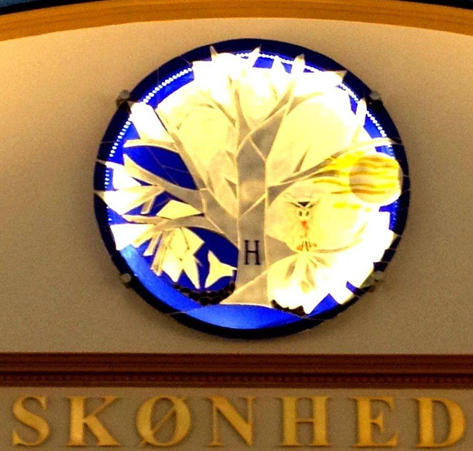 glaskunst, glaskunstner, Mette Enøe, glaspatch glaskunst, rundt glas, rundt glasværk, glaskunst udstilling, glaskunst galleri, Sct. Andreas ordenen, religiøs kunst