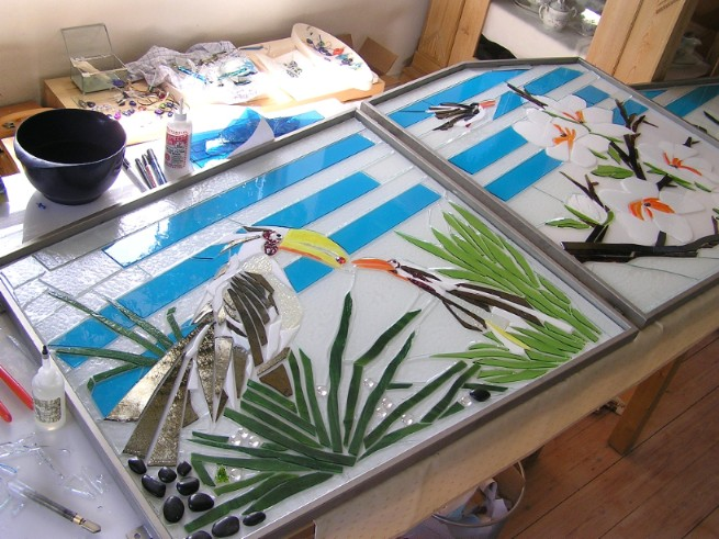 skilt i glas, glas skilt, glaspatch skilt, mosaik skilt, erhvervs skilte, skilt kunst, kunstskilt, mosaik, mosaikkunst, glaskunstner, erhvervsskilt, skilt bestilling, specialopgaver