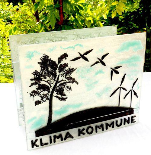 skilt i glas, glas skilt, glaspatch skilt, mosaik skilt, skilt kunst, kunstskilt, mosaik, mosaikkunst, glaskunstner, Mette Enøe, Faxe kommune, miljø miljøpris, glaskunst pris, miljøkommune